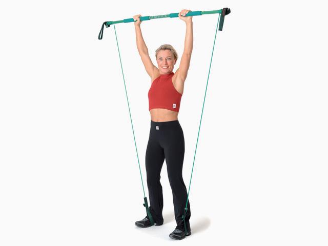 Frau in Endstellung der Übung Gewichtheben für den Gymstick