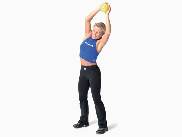 Frau in Endstellung der Übung Seitneigen für den TheraBand Soft Weights
