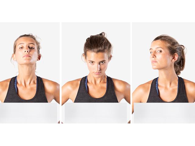 Frau in Variante der Basisübung Vestibulookularer Reflex (VOR)