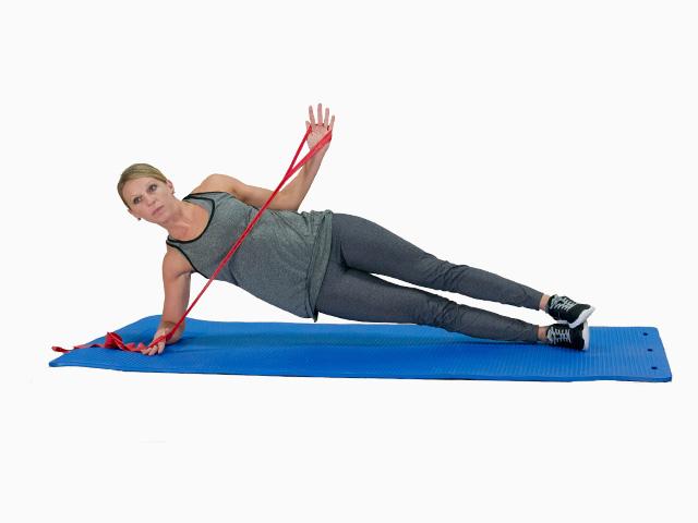 Frau in Endstellung der Übung seitlicher Plank mit externer Drehung für das TheraBand CLX