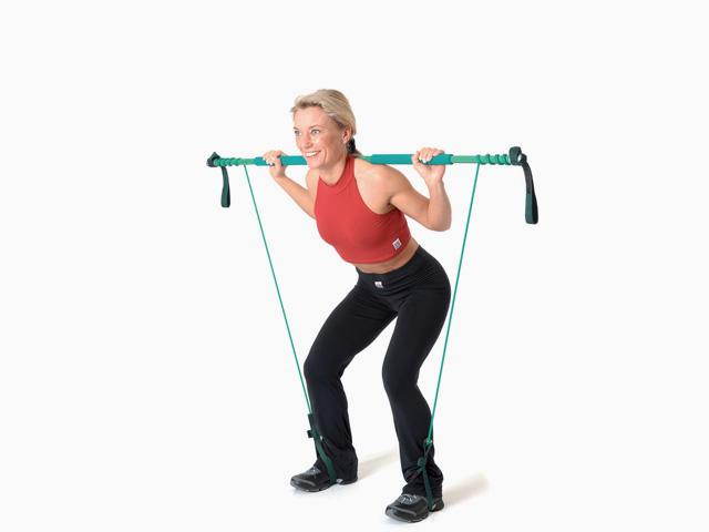 Frau in Endstellung der Übung Kniebeuge für den Gymstick