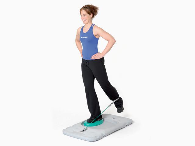 Frau in Variante der Übung Trainingsstation Beinrückführen für den Balance- und Stabilitätstrainer