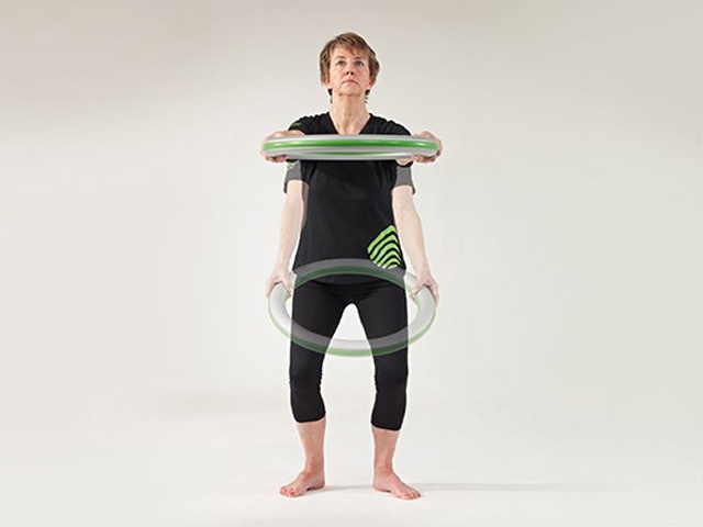 Kniebeuge (Squat) mit Streckung der Arme