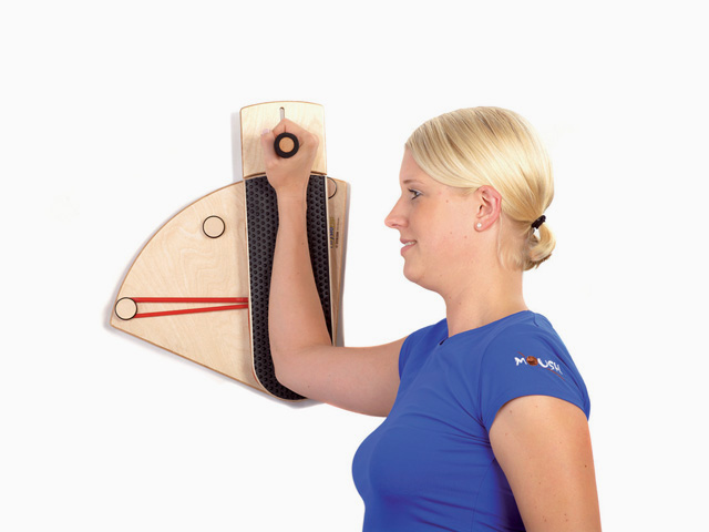 Schultergelenk Außenrotation im Stand an der Wand