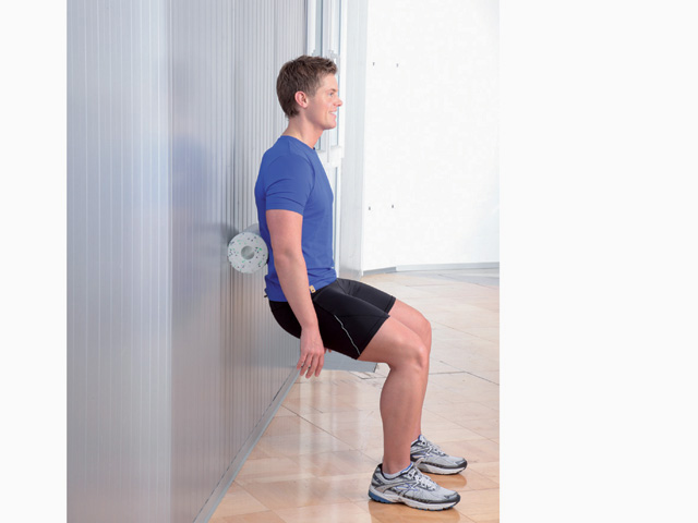 Mann in Endstellung der Übung Unterer Rücken für die Blackroll und Faszienrollen Übungen