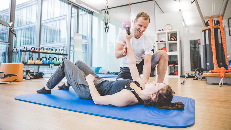 """Praxisnah: Im Masterkurs """"Return to Sport"""" vermittelt Dr. med. Markus Klingenberg den Teilnehmern aktuelle Kenntnisse zu Ursache, Diagnostik und Therapie der häufigsten Sportverletzungen."""